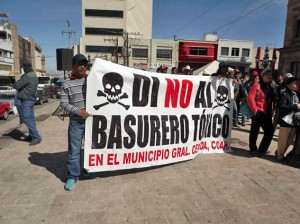 Hasta los niños protestaron por eñl abuso del gobierno para instalar un cementerio de residuos tóxicos en tierras de General Cepeda.