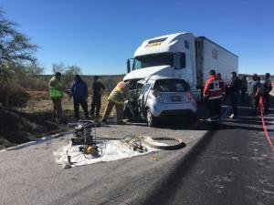 El impacto del mini auto fue brutal. Ahi perecieron el periodista y su familia.