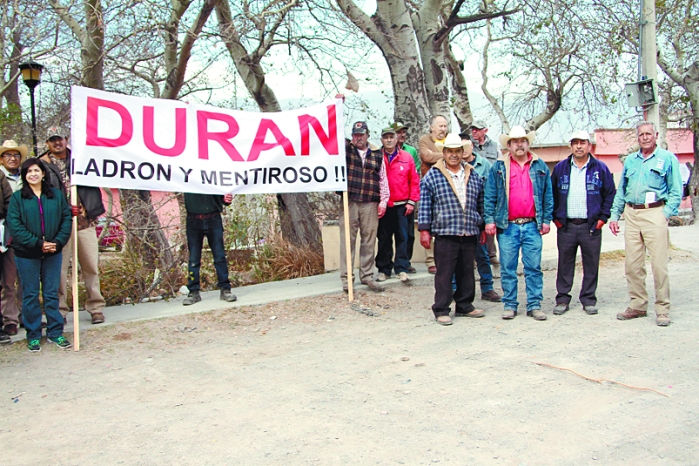 Protestan habitantes de Arteaga