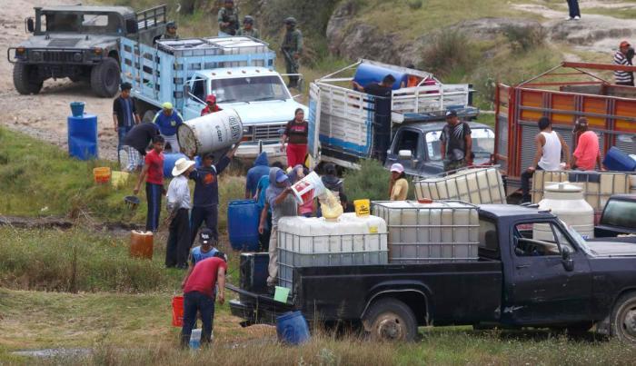 CHOQUES DE BANDAS DEDICADAS AL ROBO DE COMBUSTIBLE DEJAN 12 MUERTOS EN MÉXICO